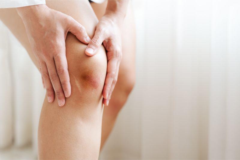 膝が曲げると痛くて、ものを持たないと立ち上がれない(東大阪 整体 献身堂)
